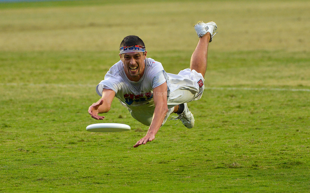 Mike Natenberg lays out for a disc in the USA vs Japan match at the World Games 2013 in Cali, Colombia