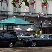 Hotel des Indes Den Haag ingang ext., auto onder parasol