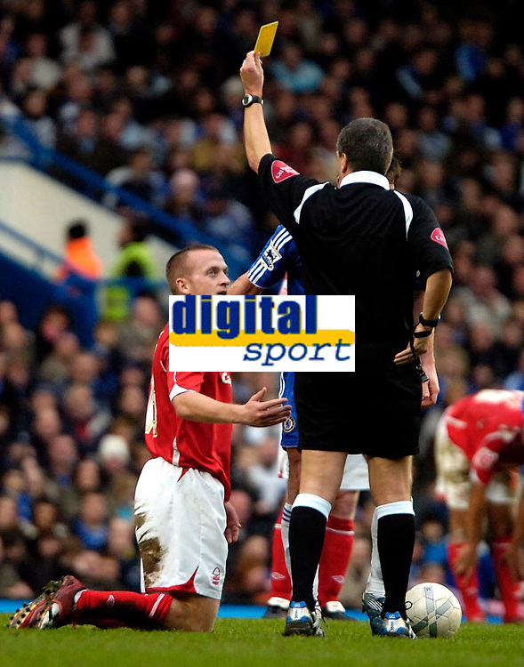 Photo: Ed Godden/Sportsbeat Images.<br /> Chelsea v Nottingham Forest. The FA Cup. 28/01/2007.<br /> Forest's Sammy Clingan is shown the yellow cards by Alan Wiley, after a bad challenge on Frank Lampard.