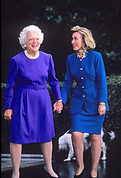 First lady Barbara Bush greets Hillary Rodham Clinton at the White House in Washington, D.C, USA, following the election on November 19, 1992.  Photo by Howard L. Sachs/CNP/ABACAPRESSC.OM  | 492933_030 Washington Etats-Unis United States