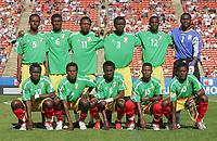 Fotball<br /> VM U20 Canada<br /> 03.07.2007<br /> Foto: imago/Digitalsport<br /> NORWAY ONLY<br /> <br /> Kongo v Østerrike<br /> Lagbilde Kongo<br /> Mannschaftsfoto Kongo, hi.v.li.: Gracia Ikouma, Oxence Mbani, Franchel Ibara, Yan Ahoungou, Fabrice Nguessi, Torwart Destin Onka; vorn Murhyen Mereck, Jules Ondjola, Delvin Ndinga, Mimille Okiele und Cecil Filanckembo