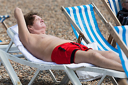 © Licensed to London News Pictures. 12/05/2017. Brighton, UK. Members of the public take advantage of the dry weather to spent some time on the beach in Brighton and Hove. Photo credit: Hugo Michiels/LNP