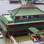 NLD/Amsterdam/20110623 - Uitzicht over oosterdokhaven vanauit Openbare Bibliotheek Amsterdam, restaurant Sea palace