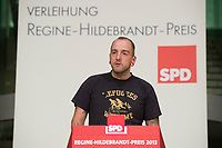 02 DEC 2013, BERLIN/GERMANY:<br /> Steffen Richter, Vorsitzender des Vereins Alternatives Kultur- und Bildungszentrum, AKuBiZ, haelt eine Rede, Verleihung des Regine-Hildebrandt-Preises 2013, Willy-Brandt-Haus<br /> IMAGE: 20131202-01-088