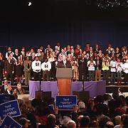 """Governador Deval Patrickse dirige a la audiencia durante el rally por su reeleción en el Hynes Convention Center, en Boston. <br /> <br /> """"Tiempos como estos son mas una prueba de caracter que una prueba politica""""- sentenció Patrick.<br /> <br /> Minutos mas tarde el Presidente Barack Obamas se dirijió tambien a la audiencia en apoyo del Gov. Deval."""