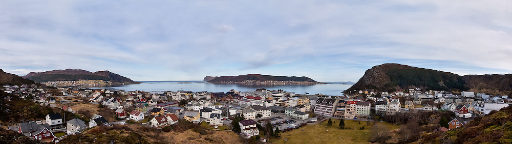 Fosnavåg city, Norway. High resolution panorama picture 11000 x 3100 pixels.   Fosnavåg by, Norge. Høyoppløslig panoramabilde 11000 x 3100 piksler.