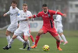 Nicklas Halse (FC Roskilde) og Christopher Cortez (FC Helsingør) under træningskampen mellem FC Roskilde og FC Helsingør den 15. februar 2020 i Roskilde Idrætspark (Foto: Claus Birch).