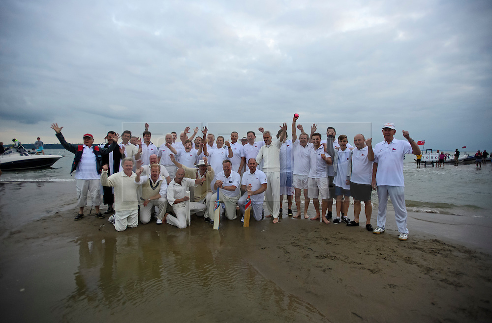 © Licensed to London News Pictures. 18/09/2016. Portsmouth, UK. Team lineup. Teams take part in the  Bramble Bank Cricket Match in the middle of The Solent strait on September 18, 2016. The annual cricket match between the Royal Southern Yacht Club and The Island Sailing Club, takes place on a sandbank which appears for 30 minutes at lowest tide. The game lasts until the tide returns. Photo credit: Ben Cawthra/LNP