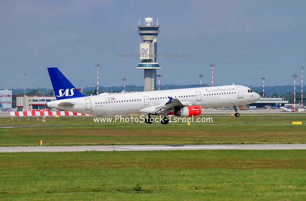SAS - Scandinavian Airlines, Airbus A321-231 (OY-KBL) at Malpensa (MXP / LIMC), Milan, Italy
