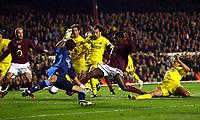 Kolo Toure Arsenal Scores 1st goal<br />Arsenal V Villarreal 19/04/06 at Highbury<br />The UEFA Champions League Semi Final 1st Leg<br />Photo Robin Parker Fotosports International