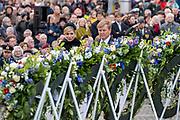Nationale dodenherdenking bij het Nationale Monument op de Dam, Amsterdam. // National Memorial day at the National Monument on the Dam, Amsterdam.<br /> <br /> Op de foto:  Koning Willem-Alexander en koningin Maxima  // King Willem-Alexanderand Queen Maxima