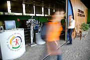 Belo Horizonte_MG, Brasil...CMRR (Centro Mineiro de Referencia em Residuos) em Belo Horizonte, Minas Gerais. Na foto, Oficina de Mosaico oferecida no CMRR...CMRR (Minas Gerais State Solid Waste Reference Center) in Belo Horizonte, Minas Gerais. In this photo, Mosaic Workshop offered by CMRR. ..Foto: NIDIN SANCHES / NITRO
