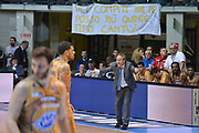 DESCRIZIONE : Desio Lega A 2014-15 Vitasnella Cantù Vanoli Cremona<br /> GIOCATORE : Sacripanti Stefano<br /> CATEGORIA : Allenatore Coach Esultanza mani Striscione<br /> SQUADRA : Vitasnella Cantù<br /> EVENTO : Campionato Lega A 2014-2015<br /> GARA : Vitasnella Cantù Vanoli Cremona<br /> DATA : 20/04/2015<br /> SPORT : Pallacanestro<br /> AUTORE : Agenzia Ciamillo-Castoria/M.Ozbot<br /> Galleria : Lega Basket A 2014-2015 <br /> Fotonotizia: Desio Lega A 2014-15 Vitasnella Cantù Vanoli Cremona