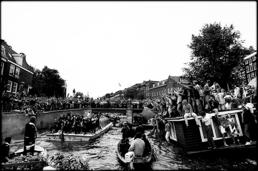 Nederland, Amsterdam, 1988.<br /> Inhuldiging Nederlands Elftal, Eurpopees Kampioen<br /> Foto:Klaas Jan van der Weij.