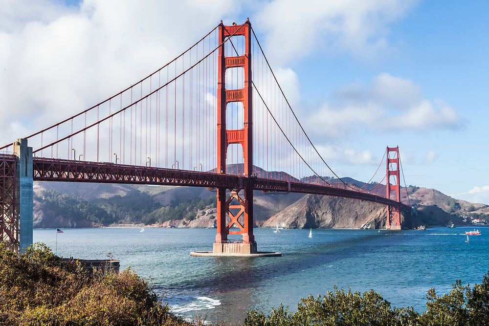 The Golden Gate bridge looking North as it spans the entrance to the San Fransisco Bay from the Pacific Ocean, , San Fransisco, California, USA.