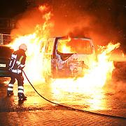 NLD/Huizen/20111016 - Meerdere auto's in Brand Keucheniusstraat Huizen