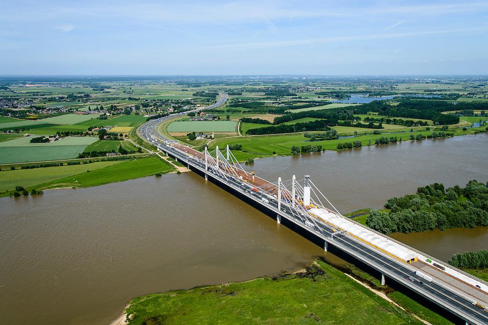Nederland, Gelderland, Gemeente Beuningen, 09-06-2016; Ewijk, in het kader van de filebestrijding wordt de A50 tussen Ewijk en Valburg verbreed en komt er een naast de bestaande Waalbrug een nieuwe brug. De oude Waalbrug wordt gerenoveerd.<br /> A new bridge next to the existing Waalbrug is being build in order to<br /> battle congestion on the A50 between Ewijk and Valburg. The old Waal Bridge is being renovated.<br /> <br /> luchtfoto (toeslag op standard tarieven);<br /> aerial photo (additional fee required);<br /> copyright foto/photo Siebe Swart