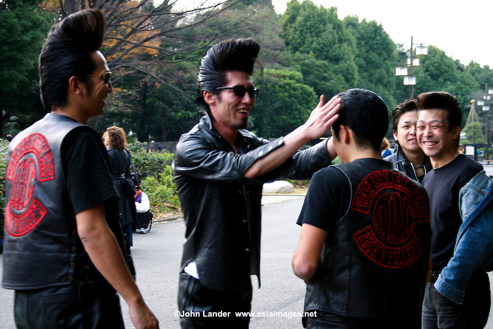 The Takenokuzoku in Harajuku are the forerunners of the costume players, and still make occasional appearances regularly in Harajuku on Sunday, dancing their hearts out after carefully coiffing their hair-dos.