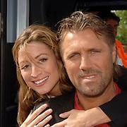 NLD/Amstelveen/20060518 - Bus van  het nieuwe SBS6 programma Hart voor Oranje, Rebecca Loos en John de Wolf
