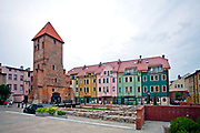 Bytów, 2011-07-08. Gotycka wieża,  pozostałość średniowiecznego kościoła pw. św. Katarzyny. Obecnie mieści się tam galeria sztuki użytkowej.