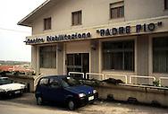 San Giovanni Rotondo.Insegne di negozi, che richiamano a Padre Pio.San Giovanni Rotondo.Shop signs which refer to Padre Pio