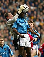 Fotball: Manchester City Shaun Goater and Crystal Palace goalkeeper Matt Clarke. Saturday March 16th 2002.<br />Foto: David Rawcliffe, Digitalsport