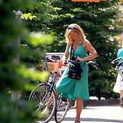 NLD/Laren/20060613 - Marion Bolland - Mulder op de fiets bij de Blokker Laren