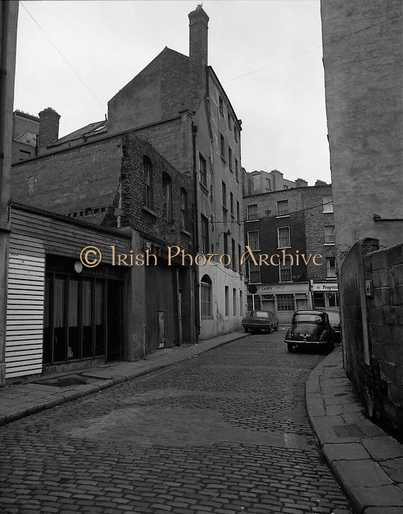 Views of Old Dublin 14/02/1976.02.14.1976.14th February 1976.Photograph of Lower Exchequer Street, Dublin.