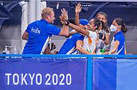 TOKIO - coach Sjoerd Marijne (IND) na het eerste doelpunt,  tijdens de hockeywedstrijd in de halve finale vrouwen, Argentinië-India  (2-1) ,   tijdens de Olympische Spelen van Tokio 2020. Argentinië plaatst zich voor de finale.  COPYRIGHT KOEN SUYK