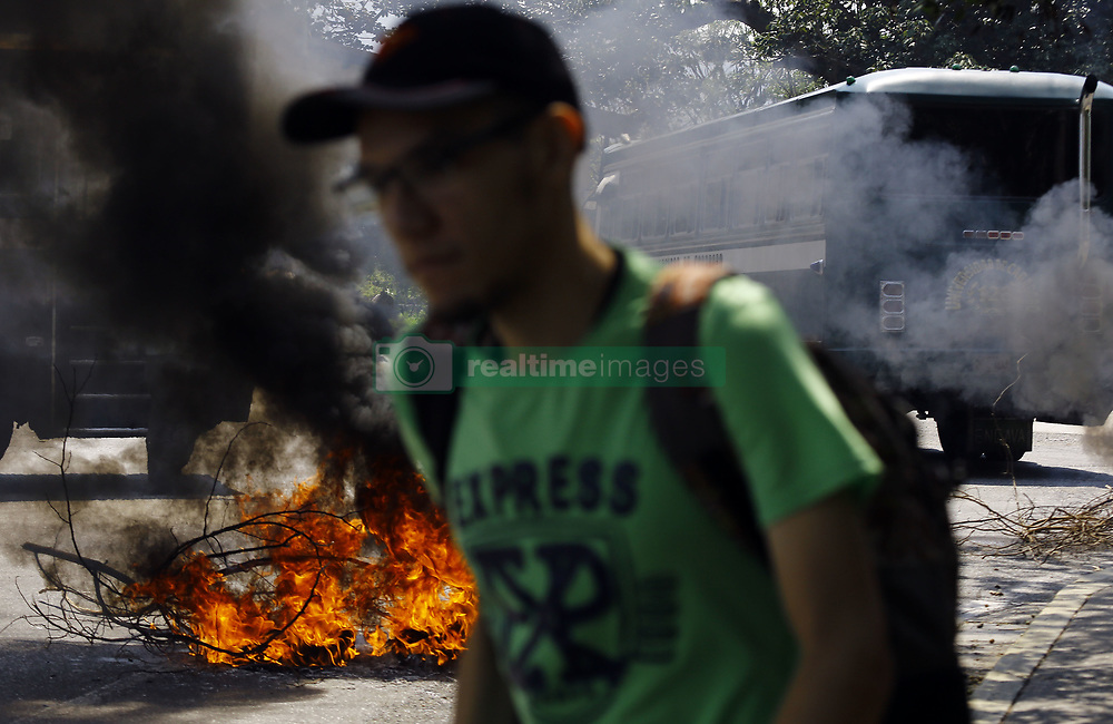 May 2, 2019 - Valencia, Carabobo, Venezuela - May 02, 2019. Students from the University of Carabobo decided to burn rubbers to protest having problems in the transportation system, not having the daily meal in the dining room, and other problems in general . In Valencia, Carabobo state. Photo:Juan Carlos Hernandez (Credit Image: © Juan Carlos Hernandez/ZUMA Wire)