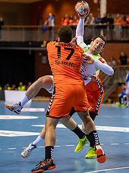 11-04-2019 NED: Netherlands - Slovenia, Almere<br /> Third match 2020 men European Championship Qualifiers in Topsportcentrum in Almere. Slovenia win 26-27 / Ivo Steins #17 of Netherlands, Miha Zarabec #23 of Slovenia