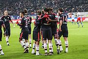 Fussball: 1. Bundesliga, Hamburger SV - FC Bayern Muenchen, Hamburg, 22.01.2016<br /> <br /> Jubel Bayern Muenchen: Torschuetze Robert Lewandowski (m.)<br /> <br /> © Torsten Helmke