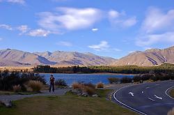 Parada obrigatória no caminho para quem visita Monte Cook, o lago Tekapo possui belas paisagem, além de águas limpidas e transparentes. FOTO: Lucas Uebel/Preview.com
