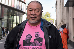© Licensed to London News Pictures. 28/09/2020. CITY, UK.  Ai Weiwei, artist and activist, is seen outside the Old Bailey Central Criminal Court in solidarity with Julian Assange, Wikileaks founder.  Mr Assange's extradition trial is currently being heard inside.  Photo credit: Stephen Chung/LNP