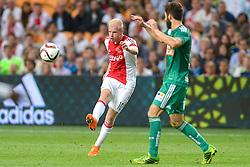 04-08-2015 NED: UEFA CL qualifying AFC Ajax - Rapid Wien, Amsterdam<br /> Ajax is al in de derde voorronde van de Champions League uitgeschakeld. Rapid Wien bleek een niet te nemen horde. Na de 2-2 in Wenen waren de Oostenrijkers in de Arena met 3-2 te sterk / Davy Klaassen #10, Thanos Petsos #5