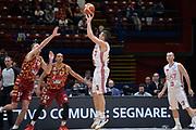 DESCRIZIONE : Beko Final Eight Coppa Italia 2016 Serie A Final8 Quarti di Finale Olimpia EA7 Emporio Armani Milano - Umana Reyer Venezia<br /> GIOCATORE : Andrea Cinciarini<br /> CATEGORIA : Tiro Tre Punti Three Point Controcampo<br /> SQUADRA : Olimpia EA7 Emporio Armani Milano<br /> EVENTO : Beko Final Eight Coppa Italia 2016<br /> GARA : Quarti di Finale Olimpia EA7 Emporio Armani Milano - Umana Reyer Venezia<br /> DATA : 19/02/2016<br /> SPORT : Pallacanestro <br /> AUTORE : Agenzia Ciamillo-Castoria/L.Canu