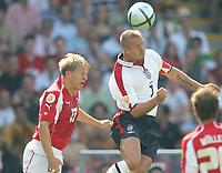 Fotball, 17. juni 2004, EM, Euro 2004, Sveits- England, v.l. Christoph SPYCHER, Sveits , David BECKHAM England<br /> Foto: Digitalsport