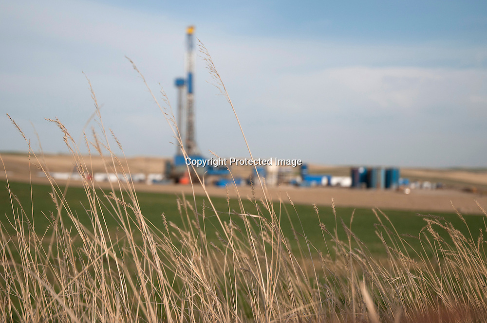 An oil drilling rig in a farm field in the Bakken oil field south of Williston, North Dakota.