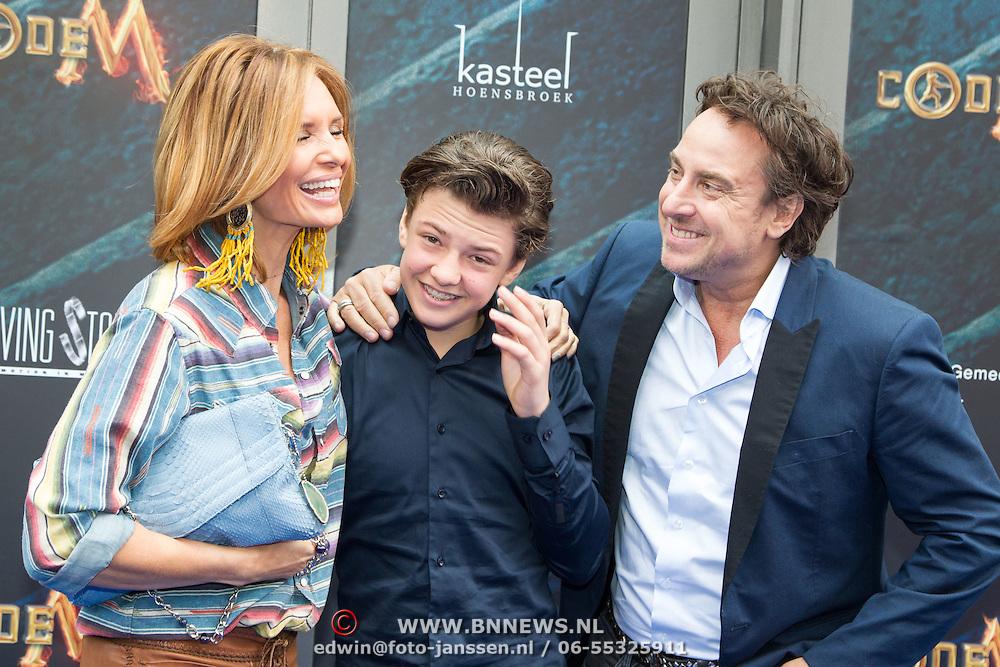 NLD/Amsterdam/20150620- Filmpremiere Code M, Senna Borsato met zijn ouders Marco Borsato en Leontine Borsato