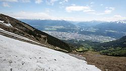 THEMENBILD - durch die Region in und um Innsbruck führen zahlreiche Wanderwege und -routen für alle Zielgruppen. Vom Familienwanderweg bis zu hochalpinen Touren ist für alle Naturbegeisterten etwas dabei. Im Bild Blick auf die Stadt // The region in and around Innsbruck lead numerous hiking trails and routes for all target groups. From the family hiking trail to high alpine tours, there is something for all nature enthusiasts. Innsbruck, Austria on2017/05/21. EXPA Pictures © 2017, PhotoCredit: EXPA/ Jakob Gruber
