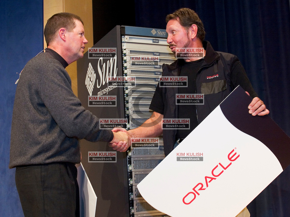 """Oracle CEO Larry Ellison and Sun Microsystems' CEO Scott McNealy reaffirmed that their respective companies will """"collaborate, interoperate"""" for another decade. which includes Sun to bundle servers with 'Free' Oracle Database at an Town Hall event in Redwood Shores, Calif January 10, 2006. Photo by Kim Kulish"""