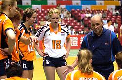 17-06-2000 JAP: OKT Volleybal 2000, Tokyo<br /> Nederland - Italie 2-3 / Elles Leferink, Ellen Koopman en Pierre Mathieu