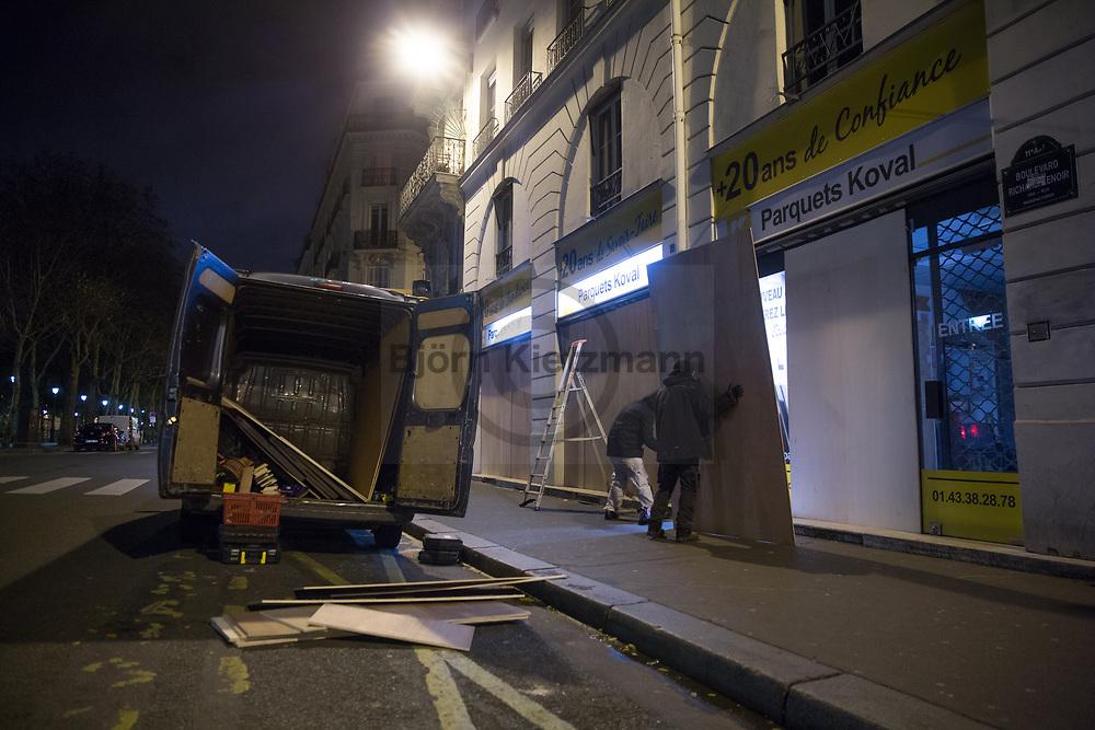 """Paris, France - 08.12.2018<br /> <br /> Shop owner barricade their shops near Place de la Bastille. Accompanied by heavy riots and more than 1000 arrests, tens of thousands protest on the fourth day of protest of the Yellow Vests (""""Gilet Jaune"""") in Paris.<br /> <br /> In der Naehe von Place de la Bastille schuetzen Ladenbesitzer sich indem sie ihre Geschaefte verbarrikadieren. Begleitet von schweren Ausschreitungen und mehr als 1000 Festnahmen protestieren zehntausende beim vierten Protesttag der Gelben Westen (""""Gilet Jaune"""") in Paris.<br /> <br /> Photo: Bjoern Kietzmann"""