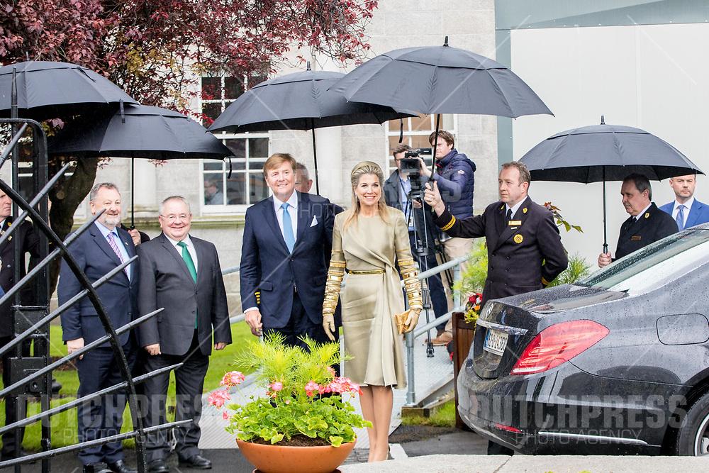 Koning Willem-Alexander en koningin Maxima tijdens een bezoek aan Leinster House in Dublin, op dag 1 van het 3-daags staatsbezoek van het Nederlands Koningspaar aan Ierland.