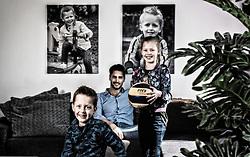 01-04-2016 NED: Thuis bij Robert Horstink, Apeldoorn<br /> Portret van Robert Horstink (Twello, 26 december 1981) is een voormalige Nederlandse volleybalspeler. Hij begon op 5-jarige leeftijd met volleybal. In 2004 maakte hij zijn olympisch debuut op de Olympische Spelen van 2004 in Athene. Het Nederlandse volleybalteam eindigde ex aequo op een negende plaats. De Gelderlander woont met zijn vrouw en twee kinderen in Apeldoorn.