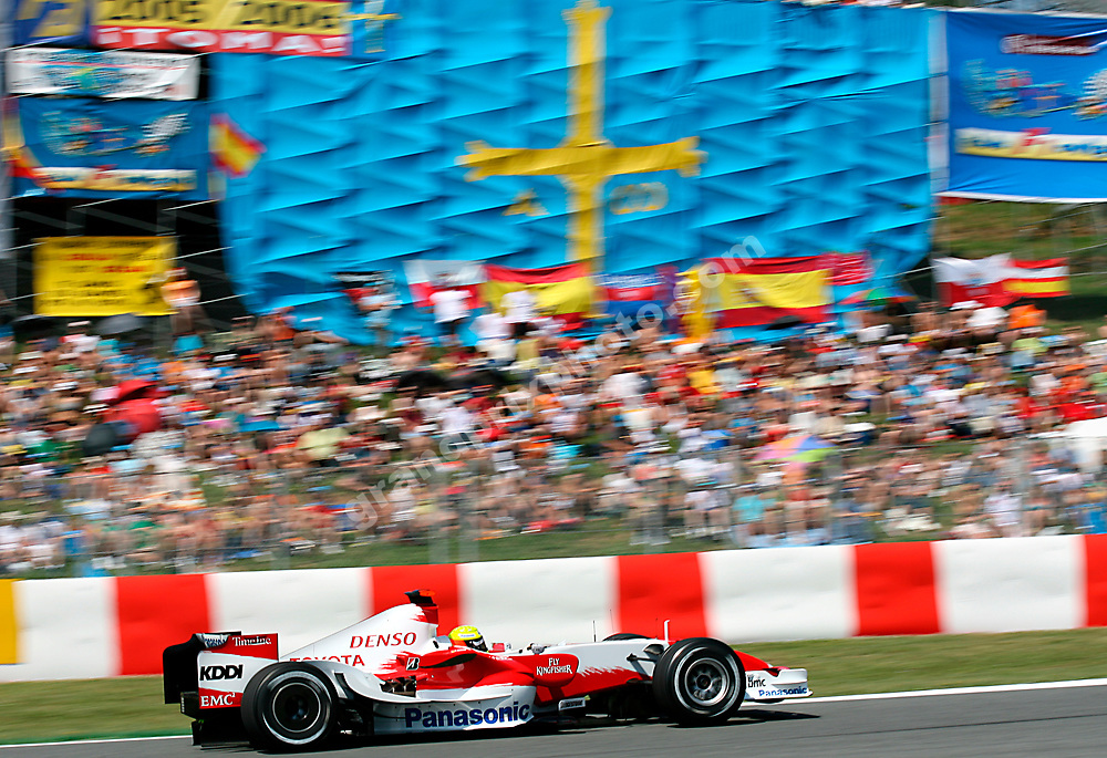 Ralf Schumacher (Toyota) in front of a big Alonso flag  in practice for the 2007 Spanish Grand Prix at the Circuit de Catalunya outside Barcelona. Photo: Grand Prix Photo