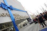 Koning Willem-Alexander is aanwezig bij de opening van het Sportcomplex Koning Willem-Alexander in Hoofddorp. Het complex is bedoeld voor zowel amateur- als topsporters en kan ook als locatie dienen voor (inter)nationale wedstrijden. ///// King Willem-Alexander attended the opening of the Sports Complex Koning Willem-Alexander in Hoofddorp. The complex is designed for both amateur and professional athletes and can also be used for (inter) national competitions. <br /> <br /> Op de foto / On the photo:  Koning Willem-Alexander verricht de openingshandeling / King Willem-Alexander host the opening ceremony