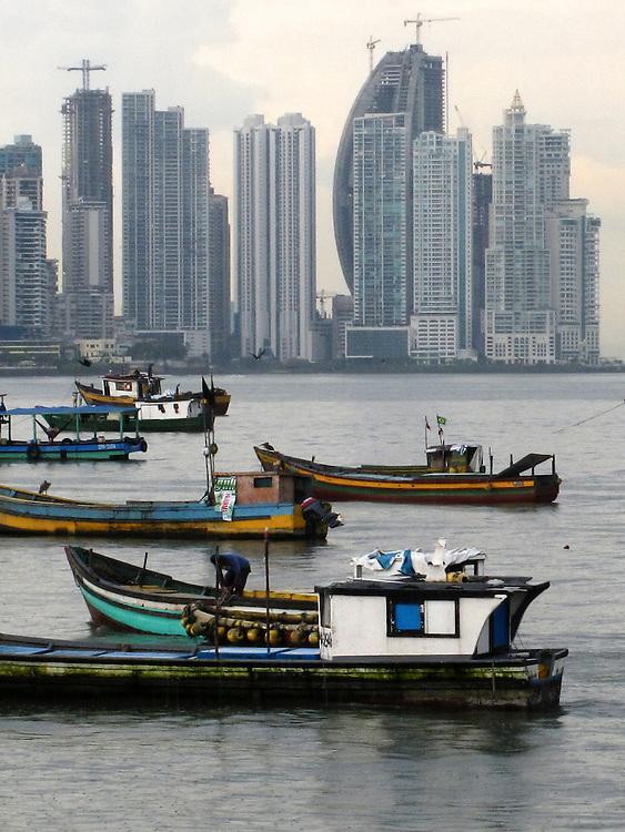 Barcas en Casco Viejo / Ciudad de Panamá.<br /> <br /> Edición de 3 | Víctor Santamaría.