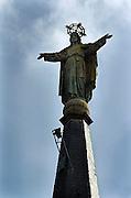 Nederland, Eindhoven, 24-3-2005..Beeld van Christus, Jezus op de spits van de Antoniuskerk. Symbool, symboliek christendom. Geloof, religie. Katholiek, kerk...Foto: Flip Franssen
