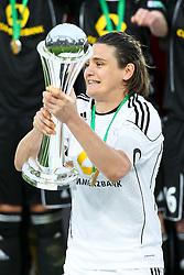 26.03.2011,  Rhein Energie Stadion, Koeln, GER, DFB Pokal der Frauen, 1. FFC Frankfurt vs Turbine Potsdam, Finale, im Bild: Nadine Angerer (Torwart Frankfurt) mit dem DFB Pokal  EXPA Pictures © 2011, PhotoCredit: EXPA/ nph/  Mueller       ****** out of GER / SWE / CRO  / BEL ******